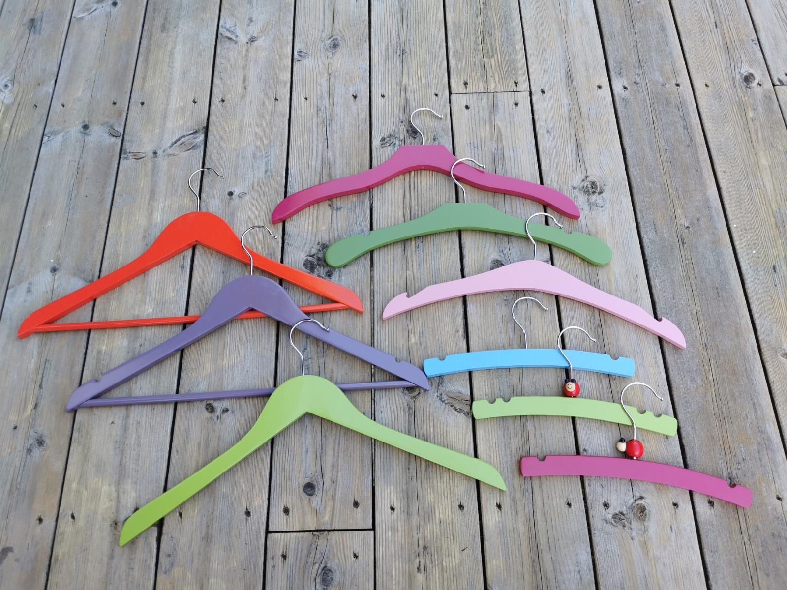 Case Study - POP - Hangers - Colorbox Collection - Color Hangers